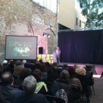 La periodista Natza Farré presenta i conduiex l'acte